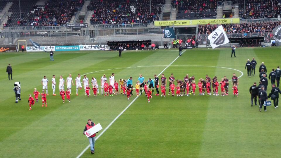 F Junioren Einlauf SVS gegen St.Pauli 2019
